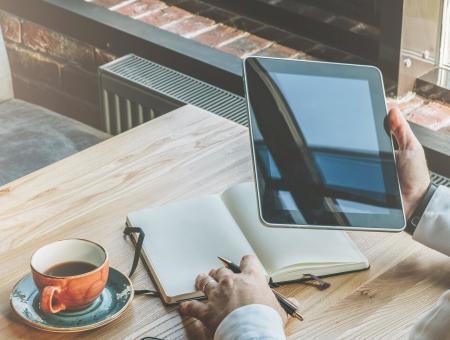 Divulgar trabalho como freelancer – ou esperar o cliente cair do céu?