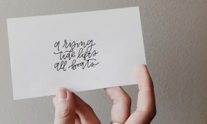 O lettering, a caligrafia e a vida de freela